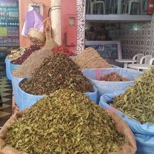 Marokas skaistums - košās garšvielas, tējas, ko iegādājas daudzi tūristi.